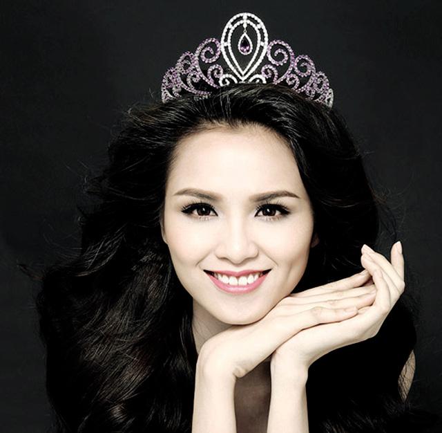 """Hoa hậu Việt và """"bê bối"""" bảng điểm Đại học toàn 0 với 1 - 1"""