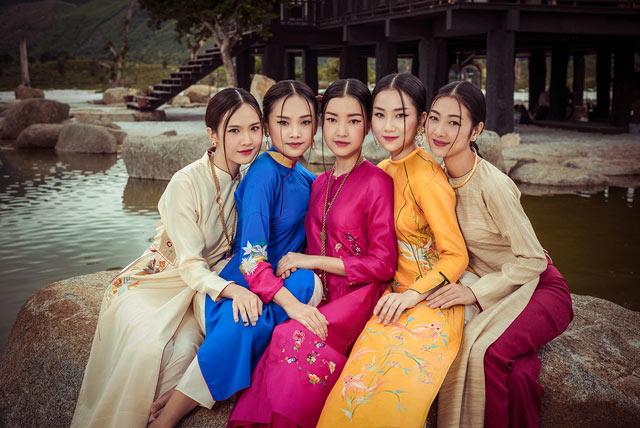 """Top 5 Hoa hậu Việt Nam 2016 đẹp """"nghiêng thành"""" với áo dài - 3"""