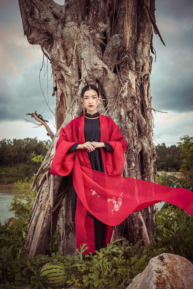 """Top 5 Hoa hậu Việt Nam 2016 đẹp """"nghiêng thành"""" với áo dài - 6"""