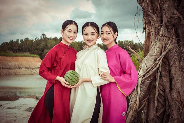 """Top 5 Hoa hậu Việt Nam 2016 đẹp """"nghiêng thành"""" với áo dài - 7"""