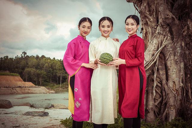 """Top 5 Hoa hậu Việt Nam 2016 đẹp """"nghiêng thành"""" với áo dài - 8"""