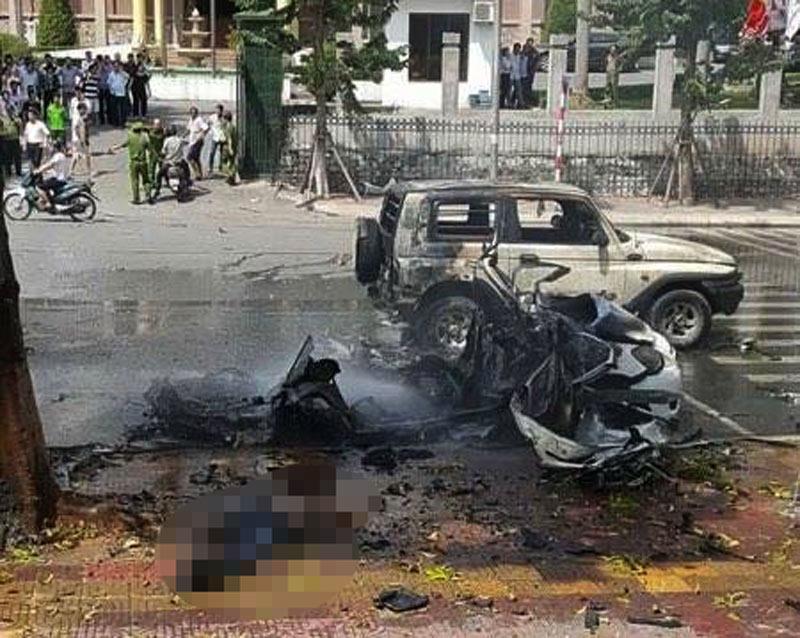 [Nóng] Nổ xe taxi ở Quảng Ninh, 2 người tử vong - 1