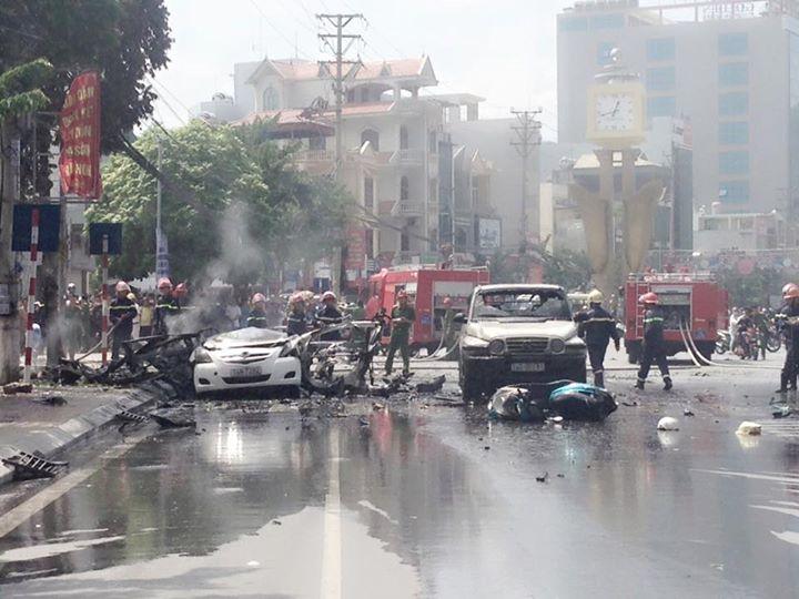 [Nóng] Nổ xe taxi ở Quảng Ninh, 2 người tử vong - 2