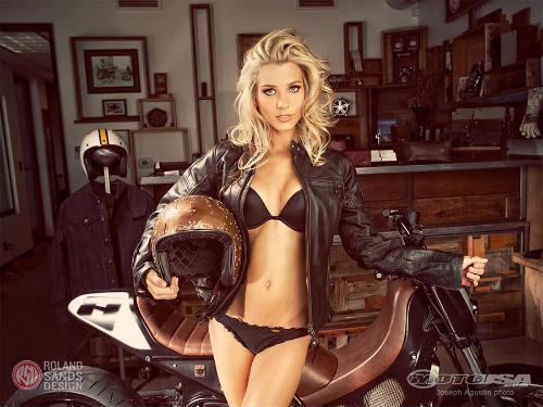 """Ngắm người đẹp """"nóng bỏng"""" bên xế độ Yamaha TMAX - 4"""