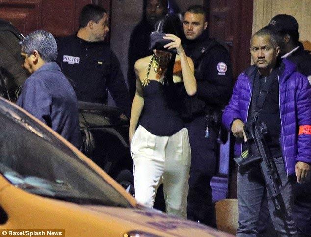 """Cô Kim """"siêu vòng 3"""" hoảng loạn vì bị cướp dí súng đe dọa - 2"""