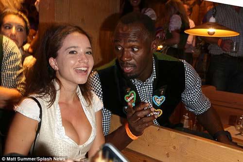 Tin thể thao HOT 3/10: Bolt nhập hội với Bayern tại lễ hội bia - 1