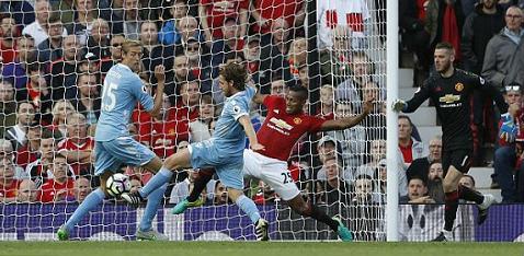 Video HOT NHA: Bàn thua khiến Mourinho, Pep chết lặng - 2