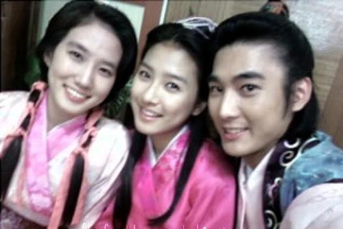 """""""Người tình nhí"""" của Song Hye Kyo khác lạ sau 13 năm - 7"""