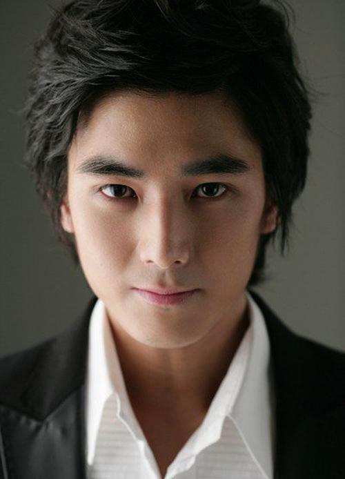 """""""Người tình nhí"""" của Song Hye Kyo khác lạ sau 13 năm - 8"""
