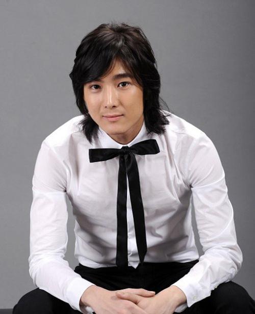 """""""Người tình nhí"""" của Song Hye Kyo khác lạ sau 13 năm - 9"""
