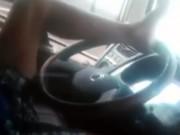 Tin tức trong ngày - Tài xế xe tải liều mạng dùng chân lái xe trên cao tốc