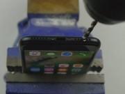 """Dế sắp ra lò - Video: """"Phì cười"""" với màn tạo giắc cắm tai nghe cho iPhone 7"""