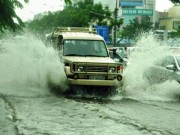 Tin tức trong ngày - Mưa không lớn, đường vào Tân Sơn Nhất vẫn ngập sâu