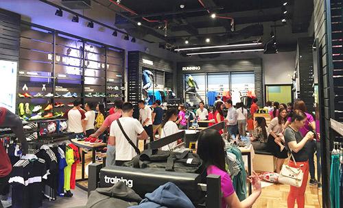"""""""Sao"""" nô nức dự khai trương cửa hàng adidas Royal lớn nhất miền Bắc - 8"""
