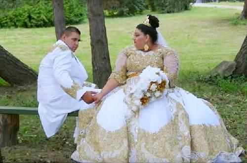 Choáng với chiếc váy phủ đầy vàng của cô dâu béo - 1