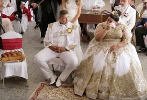 Choáng với chiếc váy phủ đầy vàng của cô dâu béo - 5