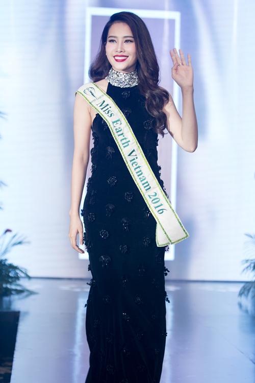 Nam Em khoe loạt đầm gợi cảm sẽ mặc tại Miss Earth - 1