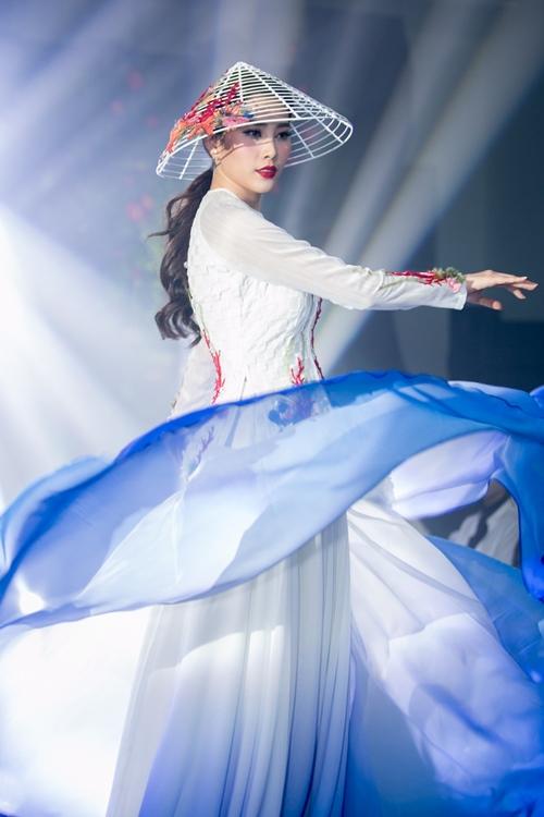 Nam Em khoe loạt đầm gợi cảm sẽ mặc tại Miss Earth - 8