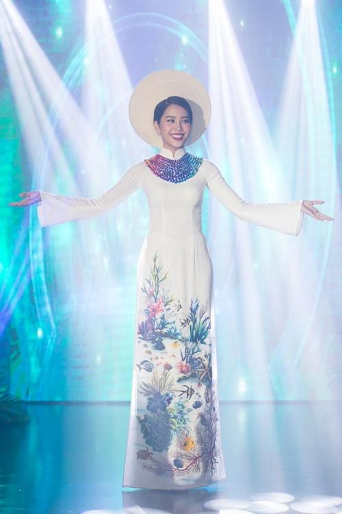 Nam Em khoe loạt đầm gợi cảm sẽ mặc tại Miss Earth - 12