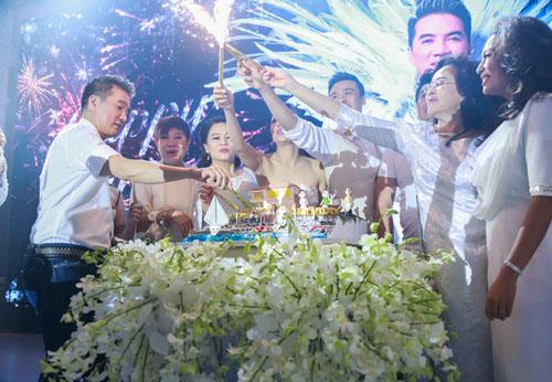 Choáng với tiệc sinh nhật như lễ cưới của Mr Đàm - 8