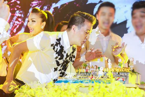 Choáng với tiệc sinh nhật như lễ cưới của Mr Đàm - 9