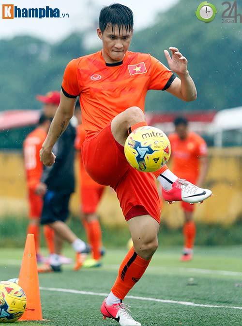 ĐTVN: Công Vinh làm xiếc với trái bóng như Ronaldo - 4