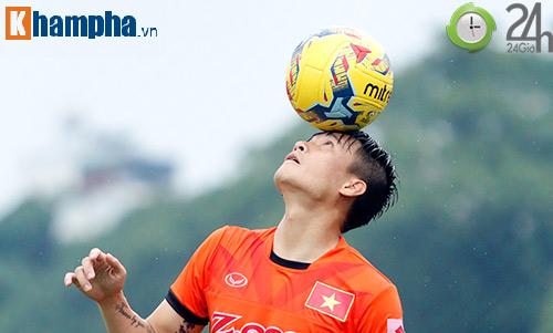 ĐTVN: Công Vinh làm xiếc với trái bóng như Ronaldo - 5