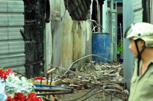 Tan hoang hiện trường vụ cháy tiệm cưới hỏi, 3 người tử vong - 4