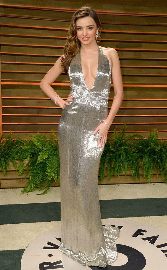 1001 kiểu mặc váy khoe vòng 1 gợi cảm của sao Hollywood - 4