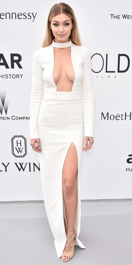 1001 kiểu mặc váy khoe vòng 1 gợi cảm của sao Hollywood - 1