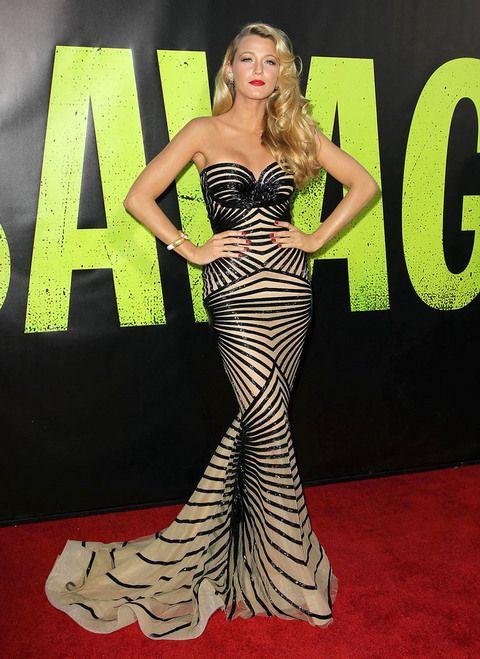 1001 kiểu mặc váy khoe vòng 1 gợi cảm của sao Hollywood - 11
