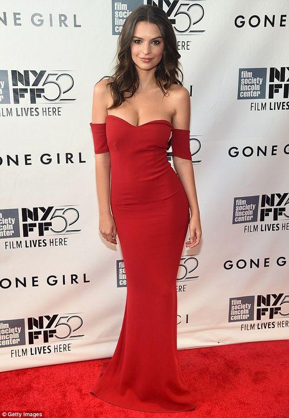 1001 kiểu mặc váy khoe vòng 1 gợi cảm của sao Hollywood - 12