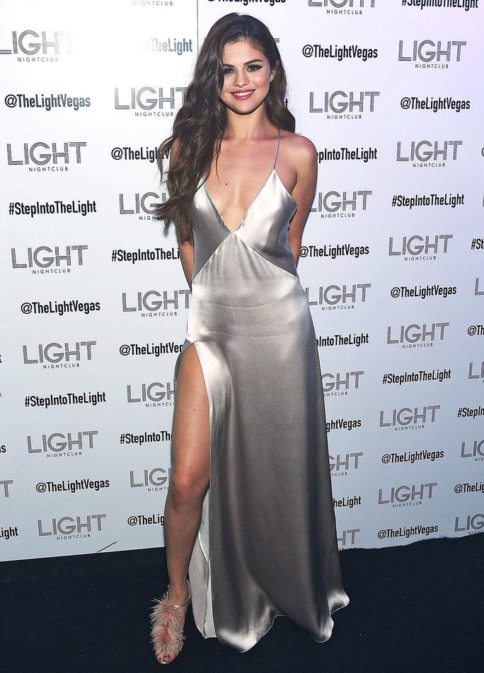 1001 kiểu mặc váy khoe vòng 1 gợi cảm của sao Hollywood - 18