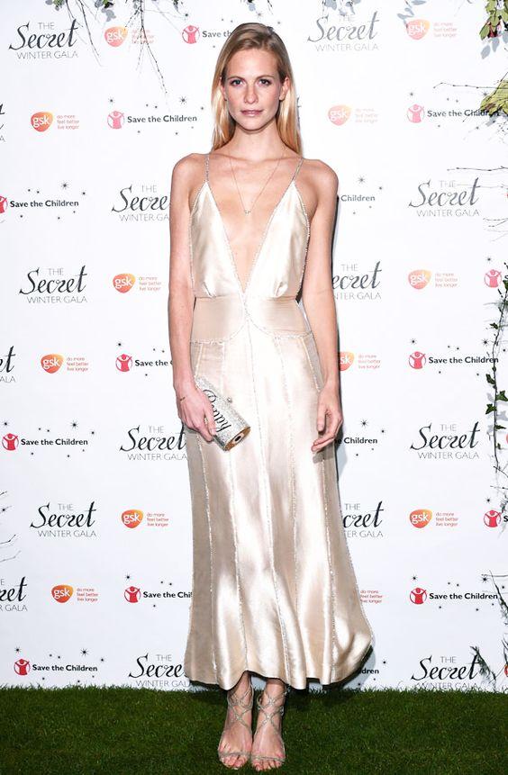1001 kiểu mặc váy khoe vòng 1 gợi cảm của sao Hollywood - 19