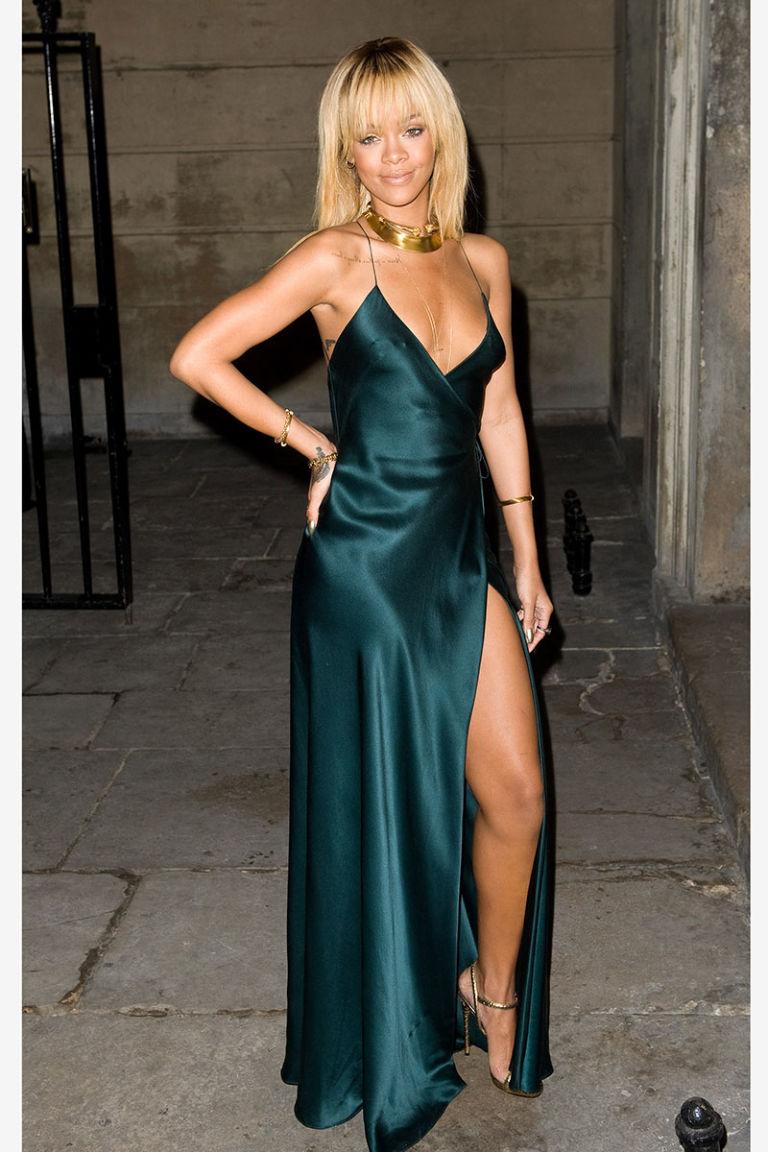 1001 kiểu mặc váy khoe vòng 1 gợi cảm của sao Hollywood - 17