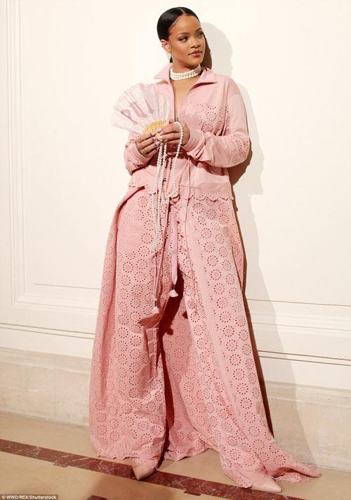 Rihanna thực sự là tín đồ của màu hồng - 1