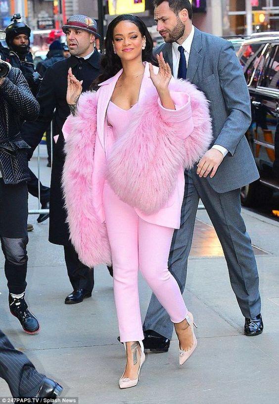 Rihanna thực sự là tín đồ của màu hồng - 2