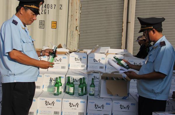 Hải quan thu giữ hơn 348 tỷ đồng hàng hóa buôn lậu, gian lận thương mại - 1