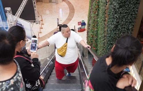 Thất tình, hot boy ăn uống thả ga tăng lên 255kg - 1