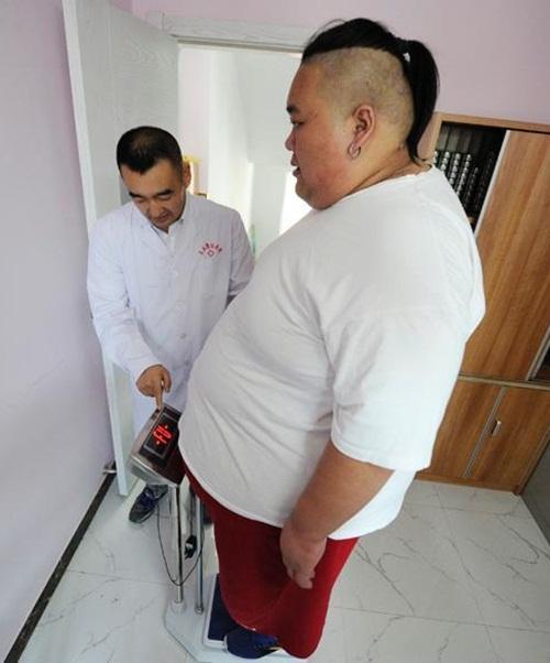Thất tình, hot boy ăn uống thả ga tăng lên 255kg - 4