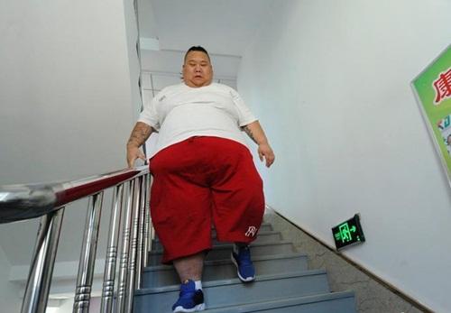 Thất tình, hot boy ăn uống thả ga tăng lên 255kg - 5