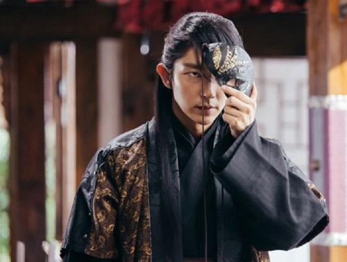 """Lee Jun Ki khiến màn ảnh Hàn """"sục sôi"""" bởi vẻ lạnh lùng - 2"""