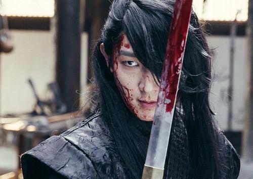 """Lee Jun Ki khiến màn ảnh Hàn """"sục sôi"""" bởi vẻ lạnh lùng - 1"""