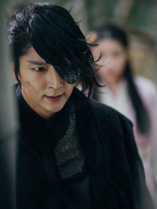 """Lee Jun Ki khiến màn ảnh Hàn """"sục sôi"""" bởi vẻ lạnh lùng - 3"""