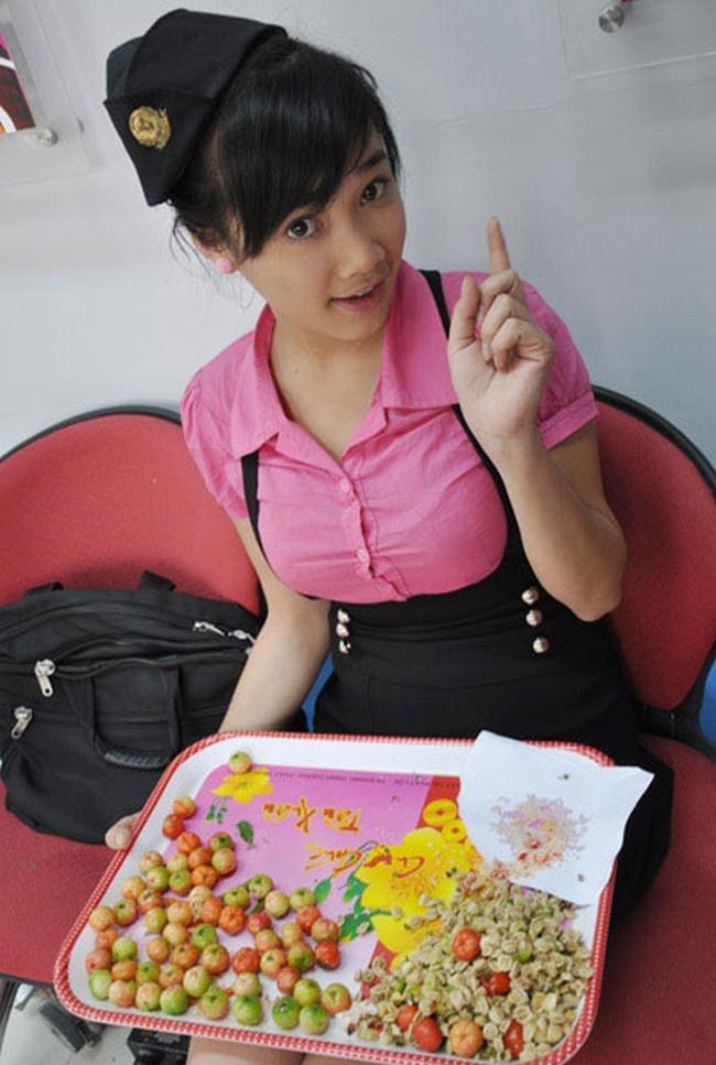 Nhã Phương sinh năm 1990 vàtừng được công chúng biết đến qua các vai diễntrong bộ phim Thiên thần áo trắng, Trường nội trú, Hương bưởi, Hoa nắng,Nơi tình yêu ở lại...