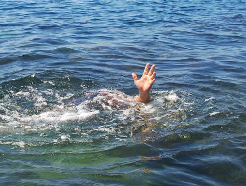 Nhảy xuống hồ trốn truy sát, nam thanh niên chết đuối - 1