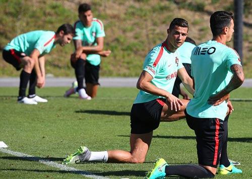 """Ronaldo """"luyện công"""" chờ vùi dập hai đội nhược tiểu - 6"""