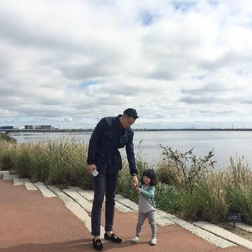 """Ông bố cao gần 2m """"gây sốt"""" khi chụp ảnh cùng con gái - 8"""