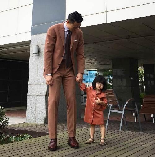 """Ông bố cao gần 2m """"gây sốt"""" khi chụp ảnh cùng con gái - 10"""