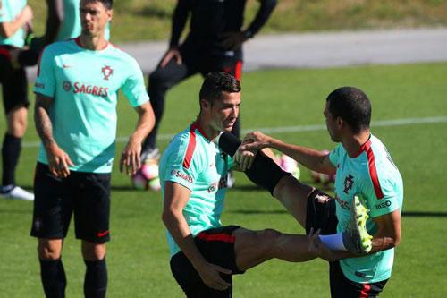"""Ronaldo """"luyện công"""" chờ vùi dập hai đội nhược tiểu - 5"""